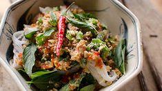 Kampot cold noodles recipe : SBS Food Cold Noodles, Shrimp Noodles, Vermicelli Noodles, Cambodian Food, Cambodian Recipes, Sbs Food, Salad Dishes, Asian Recipes, Ethnic Recipes