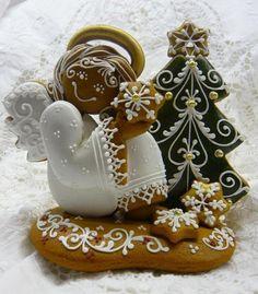 Gingerbread angel holding snowflake, Christmas tree; from Hungary,  Karácsonyi mézeskalácsok