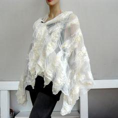Нуно войлочный шарф - большой шарф - шерсть и шелк  Нуно войлочные шарф. Это большой шарф обертывание. Ручной, высокое качество, 100% натуральные материалы: мериносовой шерсти и шелка. Этот шарф велик. Красивые цвета. Прекрасное дополнение к вашим летней одежде вечером в будние дни. Уникальный стильный с этой великой шарфом. Размер: прибл. 180cm x 45 cm ручная стирка
