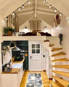 Tiny House Loft, Tiny House Living, Tiny House Plans, Tiny House Design, Best Tiny House, Tiny House Office, Tiny Loft, Modern Tiny House, Design Homes