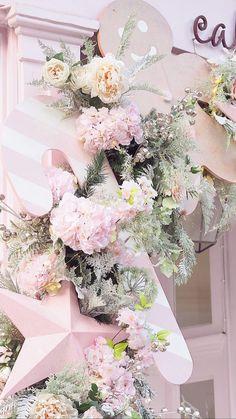 Mistletoe, Winter Wonderland, Winter Wallpapers, Floral Wreath, Winter Things, Pink Cakes, Presents, Wreaths, Pretty