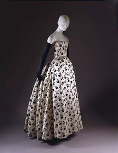 'Odette'. Dior, 1953. Donated by Gloria Guinness (1912-1980) to the Victoria and Albert Museum, London.
