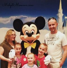 Things you can get for FREE at Disney World. Disney money saving tips. Things you can get for FREE at Disney World and Disney Freebies. Disney Money, Disney On A Budget, Disney Tips, Disney World 2017, Walt Disney World Vacations, Free Characters, Disneyland Tips, World Photo, Free Things