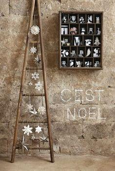 Une échelle en bois en guise de sapin de Noël... original !                                                                                                                                                                                 Plus