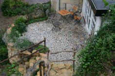 Terras van maaskeien in cement