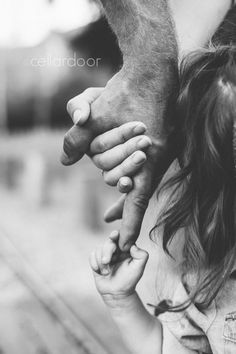 Father Daughter Pictures, Daddy Daughter Quotes, Dad Daughter, Muslim Couple Photography, Cute Kids Photography, Family Photography, Photography Business, Family Portraits, Family Photos