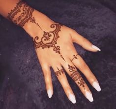 145c90eb05b9 Henna design and idea. The nails are gorgeaus with the henna