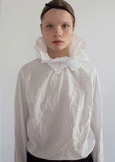 Nina Donis S2016 | #elizabethan #collar