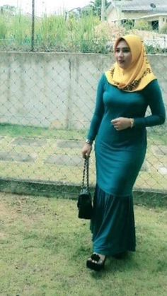 Arab Girls Hijab, Muslim Girls, Hijab Casual, Hijab Chic, Beautiful Muslim Women, Beautiful Hijab, Hijabi Girl, Girl Hijab, Hijab Fashionista