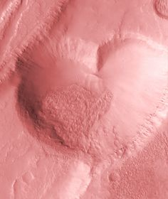 Kosmos jest pełen miłości! Krater na Marsie w kształcie serca. / Space is full of love! Crater on the Mars in the shape of a heart.