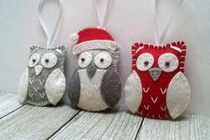 Felt Owl christmas ornament - Red and white or Grey and white owl ornament/ wool blend felt This listing is for 1 ornament Size about 6 x 5 cm Material wool blend felt, wool felt Handmade from felt with high precision and great care. For more Christmas ornaments visit my Christmas section https://www.etsy.com/shop/DusiCrafts?section_id=15537694 --------------------------------------------------------------------------------- **************************************************************...