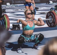 Picture This site is a community effort to recognize the hard work of female athletes, fitness models, and bodybuilders. Female Crossfit Athletes, Crossfit Women, Crossfit Gym, Squat Workout, Gym Workouts, Fitness Goals, Yoga Fitness, Camille Leblanc Bazinet, Chico Fitness