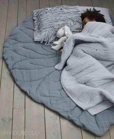 Leaf sleeping mat
