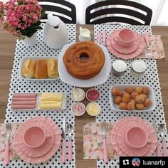 An afternoon tea for three Comment Dresser Une Table, Food Decoration, Table Decorations, Brunch Party, Brunch Drinks, Food Platters, Easy Home Decor, Dinner Table, Food Presentation