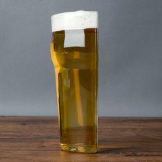thumbsUp Half Pint bierglas  Description: Ben je niet zo?n grote drinker als je vrienden maar wil je toch graag een biertje meedrinken? Of heb je moeite om de helft van je bier te laten staan als je de BOB bent? Dan is het Half Pint bierglas van ThumbsUp misschien wat voor jou. Dit grappige bierglas is precies wat je verwacht als je de naam hoort: het is namelijk een bierglas dat is gehalveerd. Je koopt het online bij Ditverzinjeniet.nl.  Price: 11.95  Meer informatie