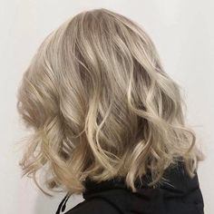 """Artisan Hair & Spa auf Instagram: """"Love when clients get the lightening bug! @davinescolor helps every step of the way  This perfect colour choice by @emily_artisan has us…"""""""
