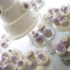 Such a beautiful wedding cupcake cake!
