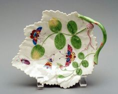 Plate in the shape of a leaf -       about 1765,      Made at Worcester Manufactory, England