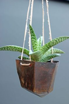 Metal Distressed Hanging Plant Pot