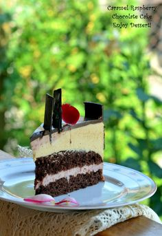 Tort cu zmeura si mousse de caramel Chocolate Raspberry Cake, Chocolate Pastry, Homemade Chocolate, Chocolate Cakes, Mousse, Baked Goods, Cupcake Cakes, Cheesecake, Sweets