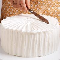 Some basic tips on decorating a cake.