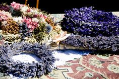 lavender wreath Lavender Uses, Lavender Crafts, Lavender Wreath, Lavander, Lavender Flowers, Dried Flowers, Diy Wreath, Burlap Wreath, Wreaths