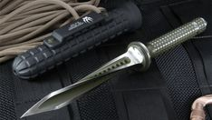 Jagkommando Tri-Dagger Knife  If there was ever a knife as badass as this on the planet, we sure haven't seen it.