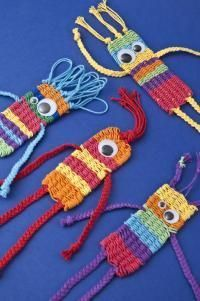 weaving creatures. This might be straw weaving. This looks like straw weaving. The link didn't translate well and doesn't seem to be about this image.