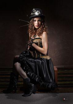 Steampunk Fashion / Woman / Dress / Corset / Jewelry / Hat / Photography // ♥️ More at: https://www.pinterest.com/lDarkWonderland/