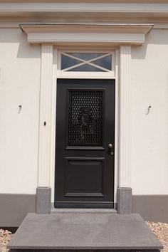 voordeur nieuwbouw landhuis House, Home, Windows, New Homes, Farmhouse Front Door, Entryway, Front Door Styles, Doors, Front Porch