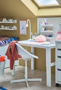 Móveis que se adaptam ao crescimento deles. Smart Storage, Bed Storage, Kura Bed, Bunk Beds, Ikea Portugal, Loft Bed Frame, Pull Out Bed, Work Lamp, Comfy Bed