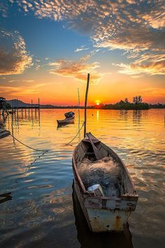 Free Image on Pixabay - Boat, Cloud, Sunset, Water, Blue Nature Pictures, Cool Pictures, Beautiful Pictures, Beautiful Sunset, Beautiful Places, Landscape Photography, Nature Photography, Art Sur Toile, Image Nature