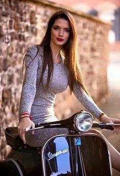 Piaggio Vespa, Scooters Vespa, Vespa Bike, Motos Vespa, Lambretta Scooter, Vintage Vespa, Lady Biker, Biker Girl, Looks Pinterest