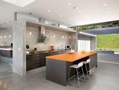 Tegelgolv, cementgolv, målade trägolv, klinkers och betonggolv. 5 olika köksgolvs-stilar i olika utföranden. Bara att inspireras.