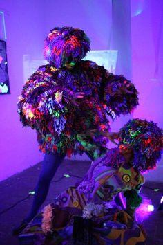 """Performance en la exposición de David Grau, con Noemie como """"curator"""", llamada: """"Pintando con la oscuridad"""" en el Atelier Güell Exhibitions, Aquarium, David, Darkness, Goldfish Bowl, Aquarium Fish Tank, Aquarius, Fish Tank"""