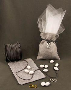 Ιδέες και προτάσεις για να φτιάξεις τις μπομπονιέρες μόνη σου. Βρες τα υλικά και τις οδηγίες. Κάνε τη μπομπονιέρα έτσι όπως τη φαντάζεσαι! Είδη γάμου βάπτισης, δώρων και διακόσμησης. Wedding Ring Box, Wedding Candy, Wedding Favors, Wedding Gifts, Wedding Decorations, Wedding Ideas, Marie, Wedding Planner, Gift Wrapping