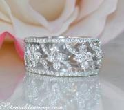 Femininer Brillanten Ring im Blüten Design image