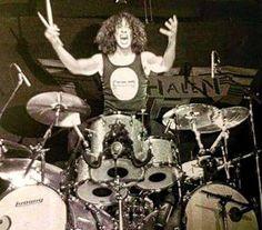 Alex Van Halen, Eddie Van Halen, Rock Artists, 80s Rock, Gibson Guitars, Music Albums, Rock N Roll, Drums, Music Instruments