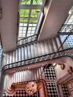 Greater Paris, Versailles Grand Parc, Questel Staircase, Versailles Palace somehow I picture Charles Bonnard here with Princess Victoria. Trianon Versailles, Chateau Versailles, Palace Of Versailles, Architecture Details, Interior Architecture, Style Français, Grand Parc, French History, Marquise