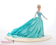 another Frozen cake. This one was made for Naomi who turned The mom provided the dolls and asked that Elsa be dressed in her fondant. Frozen Doll Cake, Elsa Doll Cake, Frozen Dolls, Elsa Birthday Cake, Frozen Birthday Party, Frozen Party, 5th Birthday, Dolly Varden Cake, Elsa Cakes
