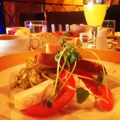 Zinc offers a formal yet relaxed atmosphere where diners can enjoy a quick bite with a glass of wine or settle in for a truly exquisite dining experience. With its numerous wines by the glass, full bar, top-notch service, and high quality – yet affordable – American bistro fare, Zinc has something to offer everyone.