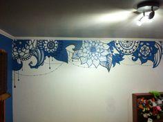 Mural de mándalas en la pared. Hecho con pintura de pared, rotulado con plumones negros de pizarra. Proyecto de tres días completos.  Bele.mau
