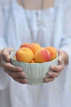 EAT HEALTHY Bowl of peaches