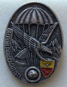 Distintivo Plotone Alpini paracadutisti Orobica Brigata Alpina Orobica Italian Army, Challenge Coins, Badge, Patches, Military, Decorations, Military Decorations, Needlepoint, Climbing