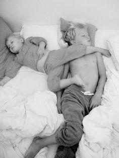20 photos touchantes qui témoignent de l'amour fraternel | Buzzly