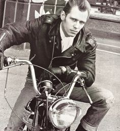 Ladies and gentlemen mister Paul Simonon. « Amercian Love Machine Blog