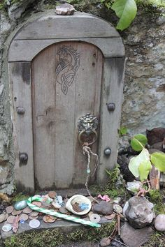 the path of the fairy doors on Salt Spring Island Fairy Garden Doors, Fairy Garden Houses, Fairy Doors, Gnome Garden, Fairy Tree, Fairy Crafts, Clay Fairies, Fairy Furniture, Miniature Fairy Gardens