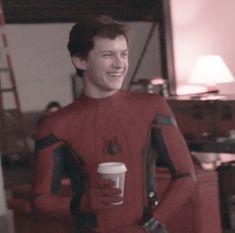 Hello, I love u❤️ Spiderman, Tom Holland Peter Parker, Tommy Boy, Captain America Civil War, Men's Toms, Marvel Actors, Robert Downey Jr, Tony Stark, To My Future Husband