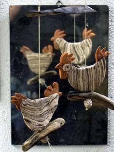 Fensterschmuck - Hühnerhof auf Treibholz - Mobile - Keramik - ein Designerstück von MACHWERKSTATT bei DaWanda