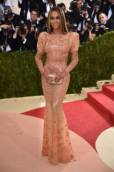 Pin for Later: See All the Stunning Met Gala Arrivals Everyone's Still Talking About Beyoncé Wearing Givenchy gown and over $8 million of Lorraine Schwartz jewels.